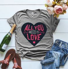 All You Need Is Love Tshirt EL24J0